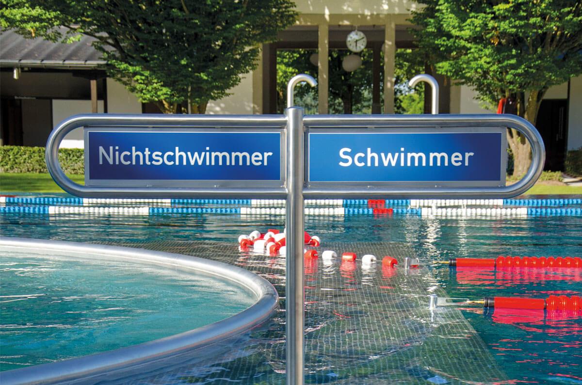 """""""Anschwimmen"""" im Freibad über der Elz am 1. Mai"""